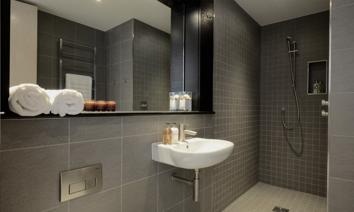 Bathroom and cloakroom 328 estates for Bathroom images